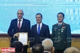 Руководители Вьетнама приняли Премьер-министра России