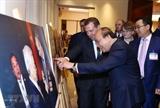 Премьер-министр РФ посетил фотовыставку о традиционных отношениях между Вьетнамом и Россией