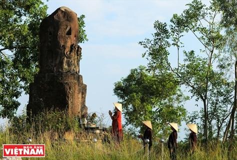 신비로운 짬(Dạm)사원의 돌기둥
