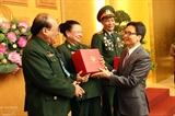 Вице-премьер Вьетнама Ву Дык Дам встретился с вьетнамскими матерями-героинями и ветеранами войны