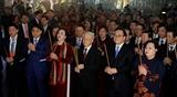Генеральный секретарь ЦК КПВ зажег благовония у памятника императору Ли Тхай То