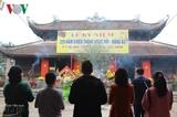 Многочисленные туристы принимают участие в народных гуляниях по всей стране