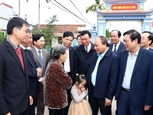 Thủ tướng thăm động viên bà con sản xuất nông nghiệp tại Nam Định