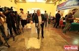 Российские избиратели во Вьетнаме идут на выборы президента РФ