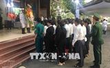 Многие жители прощаются с экс-премьером Вьетнама Фан Ван Кхаем