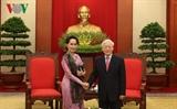 ທ່ານເລຂາທິການໃຫຍ່ ຫງວຽນຟຸຈ້ອງ ຕ້ອນຮັບທ່ານນາງ Aung Suu Kyi ທີ່ປຶກສາແຫ່ງລັດມຽນມາ