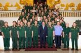 Нгуен Суан Фук встретился с делегацией ветеранов войны воевавших на фронте Тэйнгуен