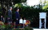 В Сингапуре состоялась церемония официальной встречи премьер Вьетнама Нгуен Суан Фука