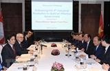 Thủ tướng Nguyễn Xuân Phúc trao đổi với các nhà khoa học và trí thức Singapore
