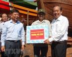 Phó Thủ tướng Trương Hòa Bình thăm hỏi người dân vùng biển Quảng Bình
