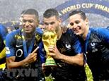 Đội tuyển bóng đá Pháp nhận cơn mưa lời khen từ các chính trị gia