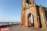 倒壊したハイリー(Hai Ly)教会‐気候変化による痕跡
