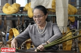 Hanoi artisan weaves silk from lotus