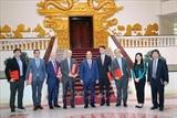 Le Premier ministre Nguyen Xuan Phuc reçoit des investisseurs étrangers