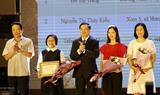 Вручены призы победителям викторины 90-летие со дня образования Компартии Вьетнама