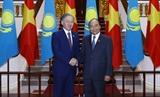 Thủ tướng Nguyễn Xuân Phúc tiếp Chủ tịch Hạ viện Kazakhstan