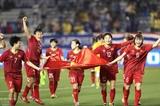 Премьер-министр Нгуен Суан Фук поздравил женскую сборную Вьетнама по футболу с победой