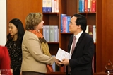 Министр Фунг Суан Ня принял главу представительства ЮНИСЕФ во Вьетнаме Рану Флауэрс