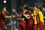 Нгуен Суан Фук поздравил женскую и мужскую сборные Вьетнама по футболу за успехи на 30-х играх ЮВА