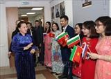 La présidente de lAN rencontre des Vietnamiens au Tatarstan (Russie)