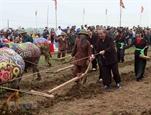 Phó Thủ tướng xuống đồng cày ruộng đầu năm tại lễ hội Tịch điền