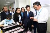 Вице-премьер Ву Дык Дам вручил подарки малоимущим гражданам в провинции Бакзянг