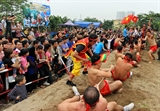Sit down tug of war an original piece of culture in Ngoc Tri village