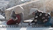 Nhọc nhằn nghề chẻ đá núi Hòn Sóc