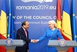 Premieres de Vietnam y Rumania copresidieron la conferencia de prensa en Bucarest