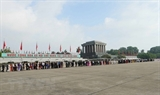 Over 10000 people visit President Ho Chi Minhs Mausoleum