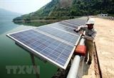 Des habitants dHo Chi Minh-Ville sintéressent à lénergie solaire