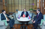 제34차 아세안 정상회의에 참석하는 응웬쑤언푹 총리  라오스 총리 및 캄보디아 총리와의 만남