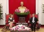 Товарищ Нгуен Ван Бинь встретился с председателем альянса Вирджинией Фут
