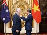Trao Huân chương Hữu nghị tặng Đại sứ Australia - Craig Chittick