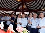 총리 국회의장 및 당과 정부의 고위대표단 호치민 주석 참배