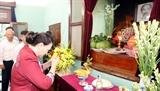 Chủ tịch Quốc hội dâng hương tưởng niệm Chủ tịch Hồ Chí Minh tại Nhà 67