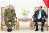 フック首相、キューバの国防次官兼総参謀長と会見