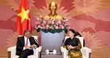 Председатель НС Вьетнама приняла Председателя Верховного суда Сингапура