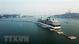 Ha Long city rises from services tourism