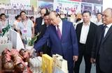 Премьер Вьетнама принял участие конференции по привлечению инвестиций в провинцию Чавинь