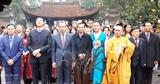 Вьетнамские эмигранты посетили Мавзолей Хо Ши Мина в Ханое и храм До в провинции Бакнинь