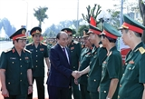 Премьер-министр Нгуен Суан Фук посетил Сухопутное офицерское училище №2 с рабочим визитом