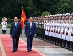 Thủ tướng Nguyễn Xuân Phúc chủ trì Lễ đón Thủ tướng Nhật Bản Suga Yoshihide