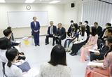 Thủ tướng Nhật Bản Suga Yoshihide gặp gỡ sinh viên Trường Đại học Việt-Nhật