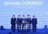 Phó Thủ tướng Chính phủ Vũ Đức Đam dự khai mạc Hội nghị và Triển lãm trực tuyến Thế giới Số 2020