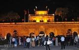 Вечерний тур чтобы подарить посетителям лучший опыт от посещения Императорской цитадели Тханглонг