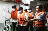 Cứu được 3 ngư dân Bình Định trôi dạt trên biển