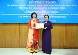 Trao Kỷ niệm chương Vì hòa bình hữu nghị giữa các dân tộc tặng Đại sứ Cuba tại Việt Nam
