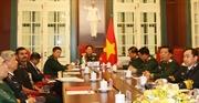 Bộ trưởng Quốc phòng Ngô Xuân Lịch điện đàm với Bộ trưởng Quốc phòng Ấn Độ
