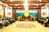ឧបនាយករដ្ឋមន្រ្តី រដ្ឋមន្រ្តីការបរទេសវៀតណាមលោក Pham Binh Minh ជម្រាបជូនថ្នាក់ដឹកនាំជាន់ខ្ពស់ឡាវអំពីលទ្ធផលសហប្រតិបត្តិការទ្វេភាគី